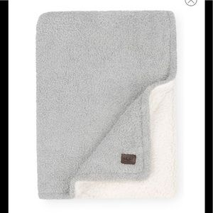 UGG NEW Ana Faux Shearling Throw